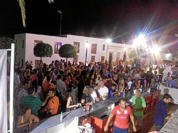 La tradicional diana da paso a las Fiestas del Salvador 2015