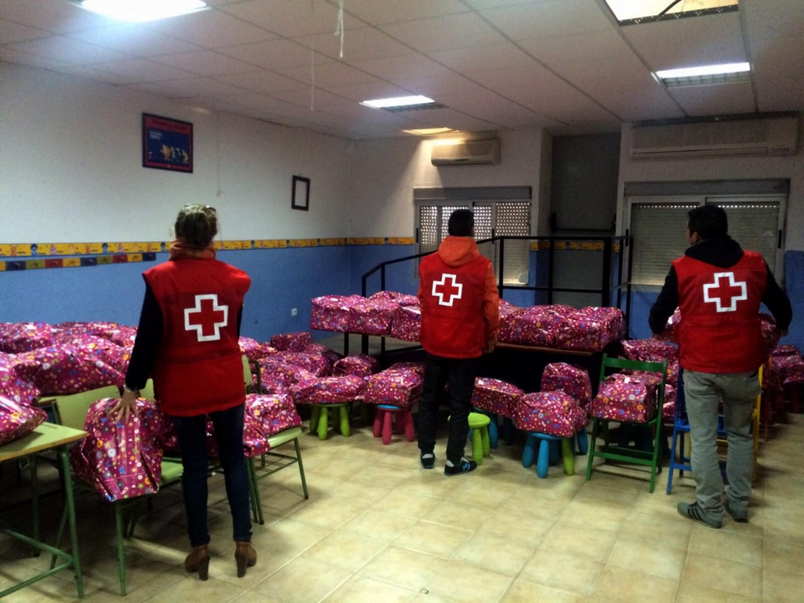 Cruz Roja de Ayamonte lleva la ilusión a más de 100 niños de la localidad.