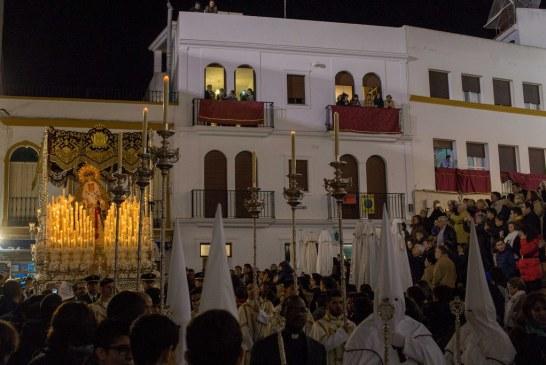 PASIÓN Y LA VIRGEN DE LA PAZ RECORRIERON LAS CALLES DE AYAMONTE EN LA NOCHE DEL MIÉRCOLES SANTO