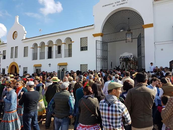 EL AYUNTAMIENTO APOYA A LOS ROCIEROS AYAMONTINOS A SU LLEGADA A LA ALDEA