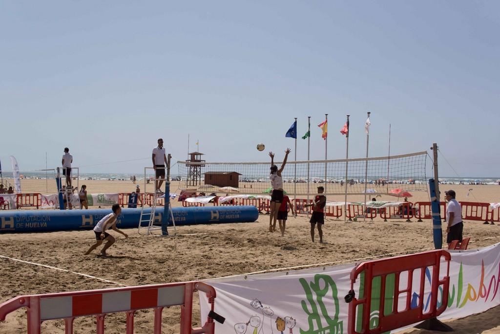 El Madison Beach Voley Tour vuelve una edición más a la arena de la Playa de Isla Canela