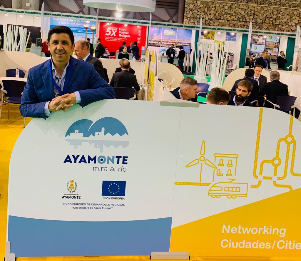 EL Ayuntamiento de Ayamonte y la Junta de Andalucía acuerdan conveniar la utilización de la plataforma Smart-City de la Junta, con lo que supondrá un ahorro de 300.000 euros al municipio