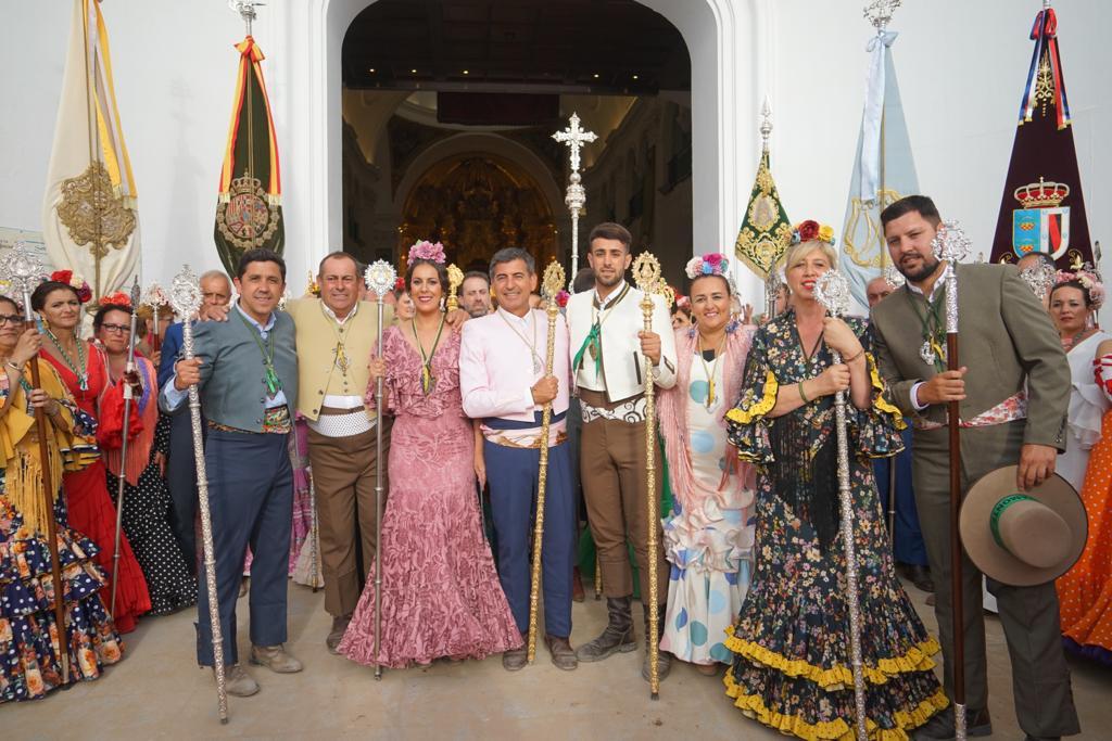 LA HERMANDAD DEL ROCÍO DE AYAMONTE SE PRESENTA ANTE LA BLANCA PALOMA